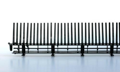 pvc traufenl ftungsleiste 32 60 mit kamm schwarz paulus. Black Bedroom Furniture Sets. Home Design Ideas
